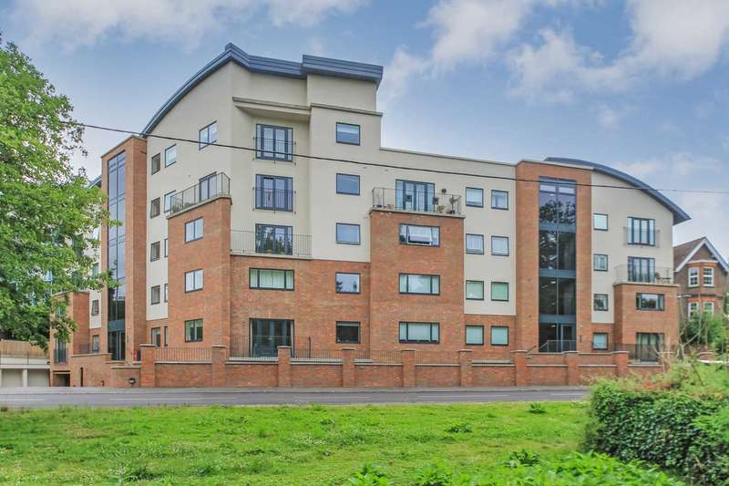 2 Bedrooms Apartment Flat for sale in Brookside Court, Brook Street, Tring