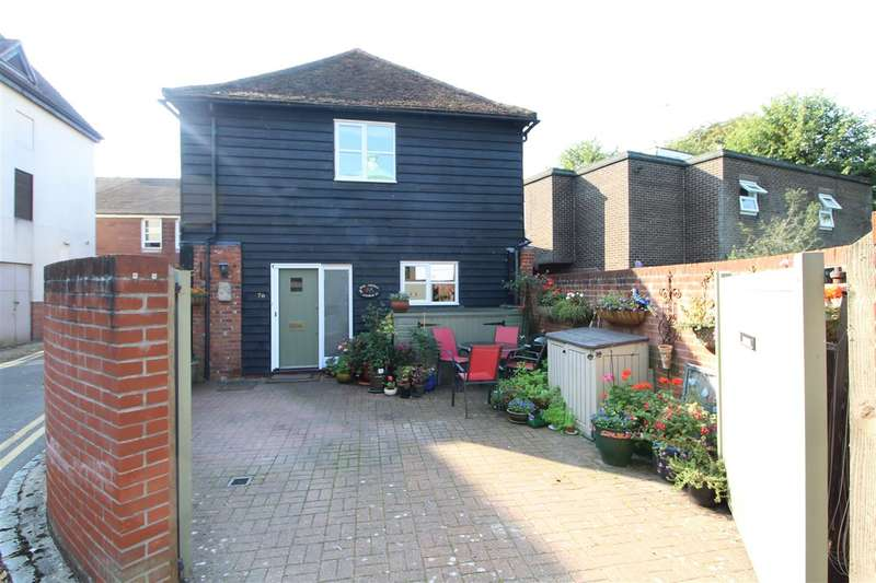 3 Bedrooms Semi Detached House for sale in Church Street, Colchester, CO1