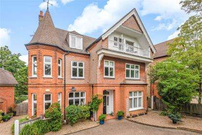 2 Bedrooms Flat for sale in Church Road, Shortlands, Bromley