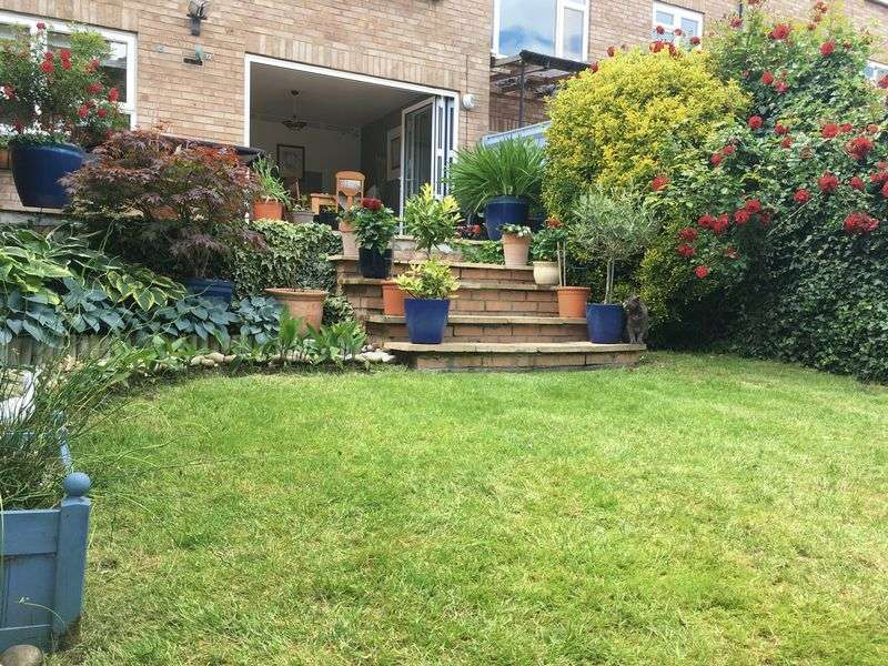 4 Bedrooms Property for sale in Rosebery Way, Tring