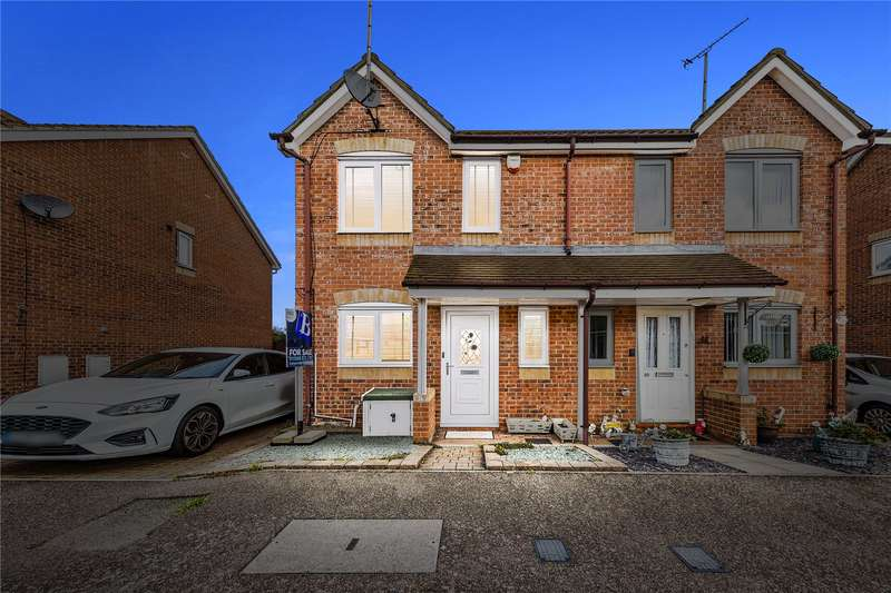 2 Bedrooms Semi Detached House for sale in Sunnedon, Basildon, Essex, SS16