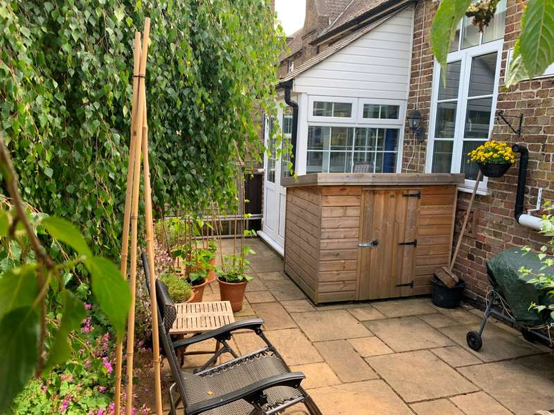 2 Bedrooms Semi Detached House for sale in The Vines, The Old School, Lower Road, Teynham, Teynham, Sittingbourne