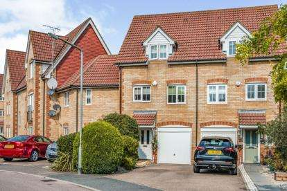 4 Bedrooms Terraced House for sale in Stoney Bridge Drive, Waltham Abbey, Essex