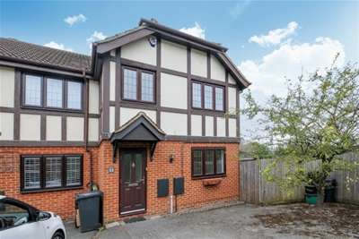 3 Bedrooms House for rent in Long Meadow Close, West Wickham, BR4