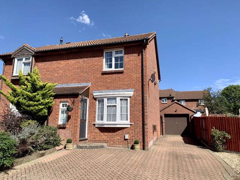 3 Bedrooms Property for sale in Sanderling Close, Letchworth Garden City