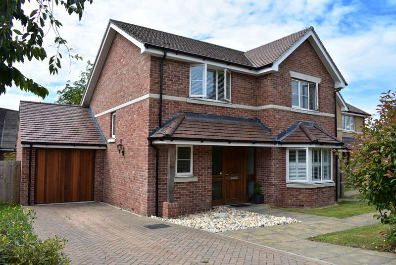 4 Bedrooms Detached House for sale in Orkney Road, Cosham, Portsmouth, PO6 3UE