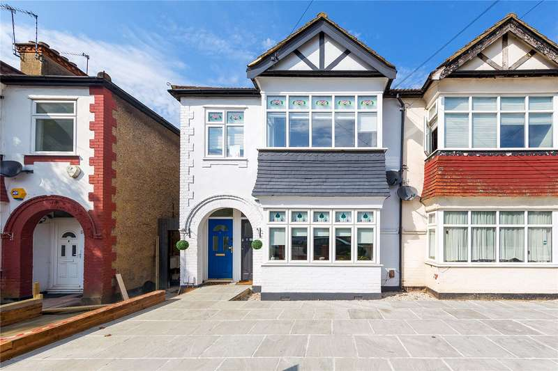 2 Bedrooms Maisonette Flat for sale in Carlton Road, Gidea Park, RM2
