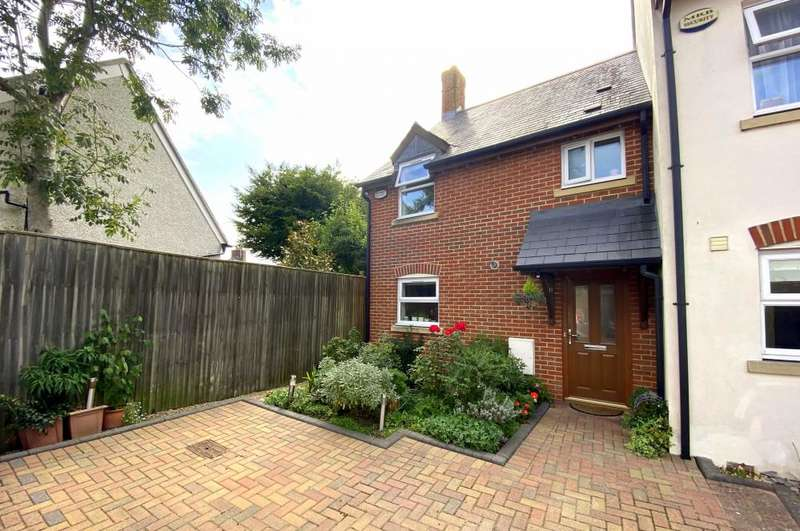 3 Bedrooms Town House for sale in Barrows Mews, Ringwood, BH24 1GU