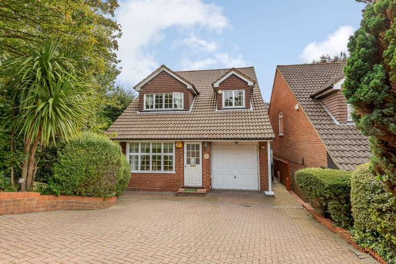 4 Bedrooms Detached House for sale in Oxhey, Watford