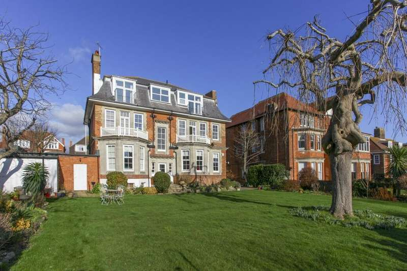 3 Bedrooms Flat for sale in Sandgate Road, Folkestone, CT20