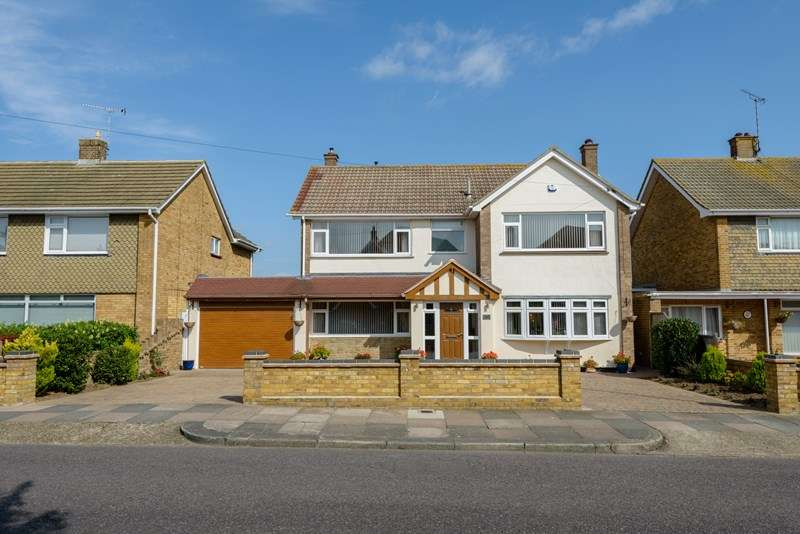 4 Bedrooms Detached House for sale in Burges Road, Thorpe Bay, Essex, SS1