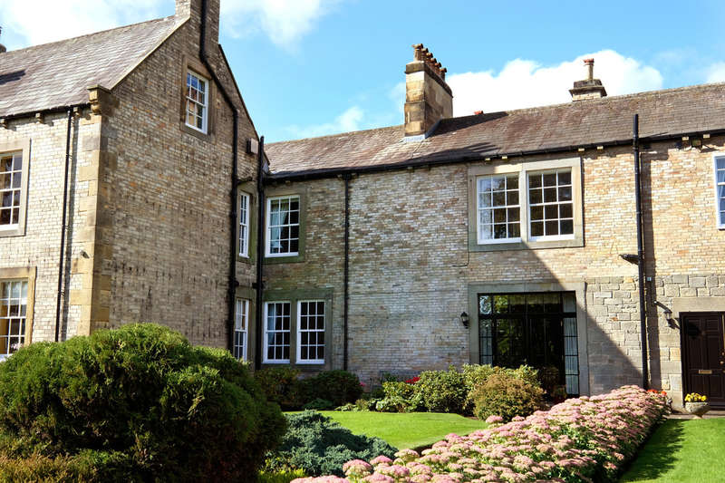 2 Bedrooms Flat for sale in The Leazes, Hexham