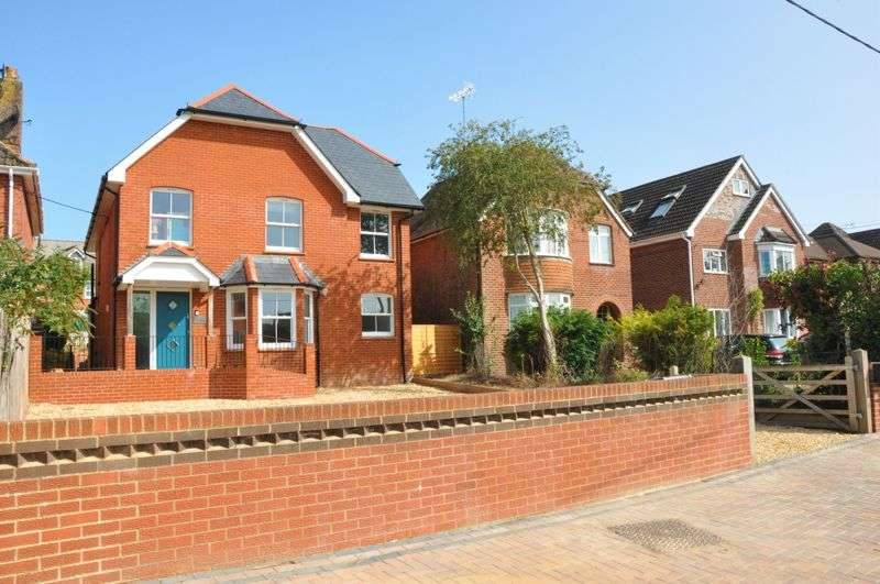 4 Bedrooms Property for sale in Dene Path, Andover