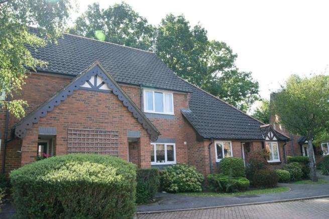 2 Bedrooms Terraced House for sale in Pilgrims Close, Chandlers Ford, Eastleigh, Hampshire