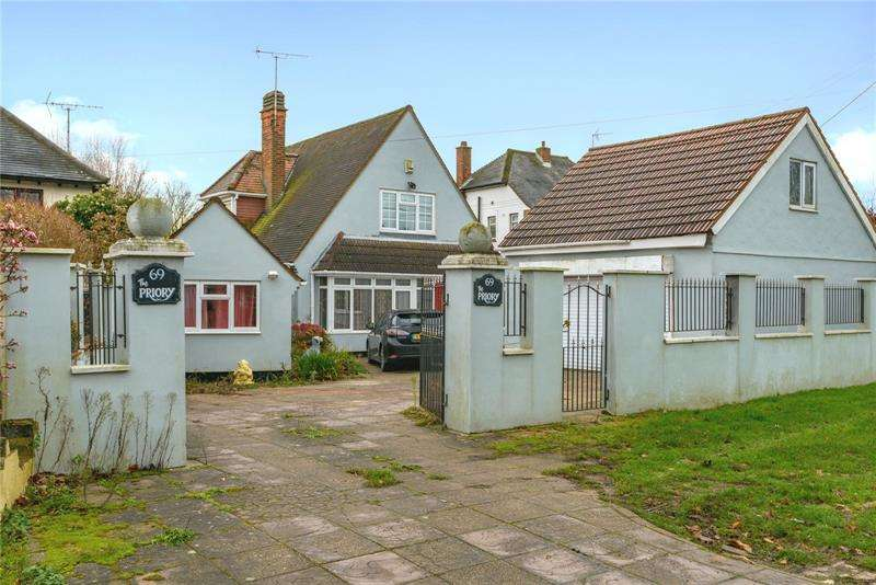 4 Bedrooms Bungalow for sale in High Road, Hockley, Essex, SS5