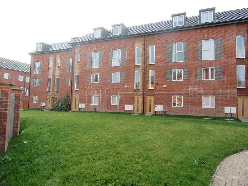 4 Bedrooms Mews House for rent in Northumberland Road, Old Trafford, Manchester. M16 9DA
