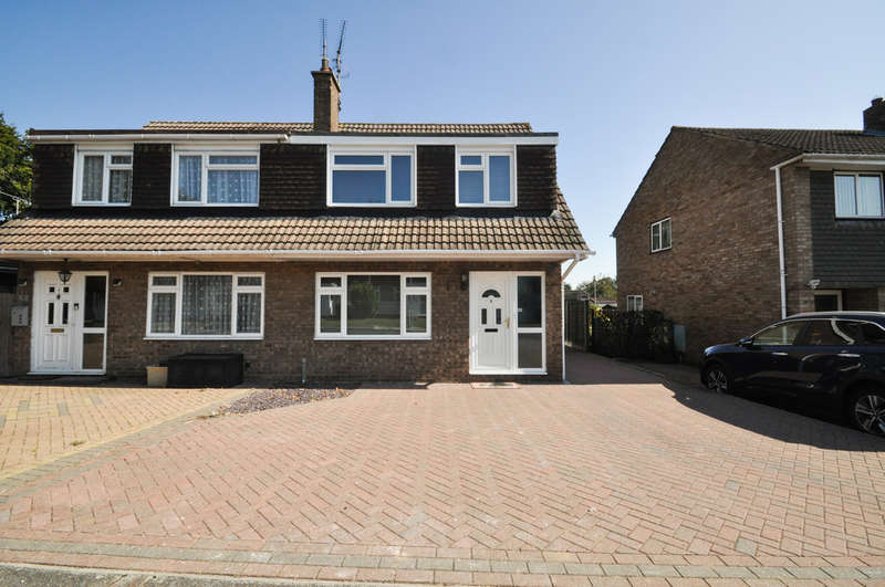 3 Bedrooms Semi Detached House for sale in The Rundels, Thundersley