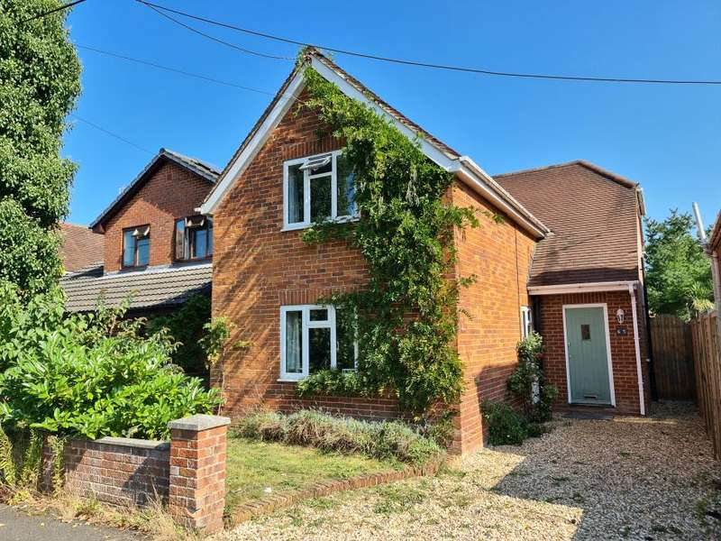 3 Bedrooms Detached House for sale in Addison Square, Ringwood, BH24 1NY