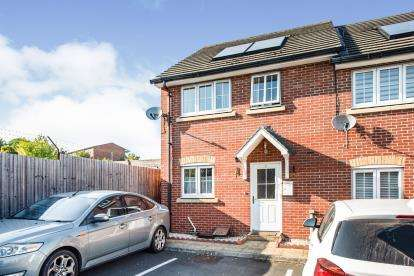 3 Bedrooms End Of Terrace House for sale in Harold Hill, Romford, Essex
