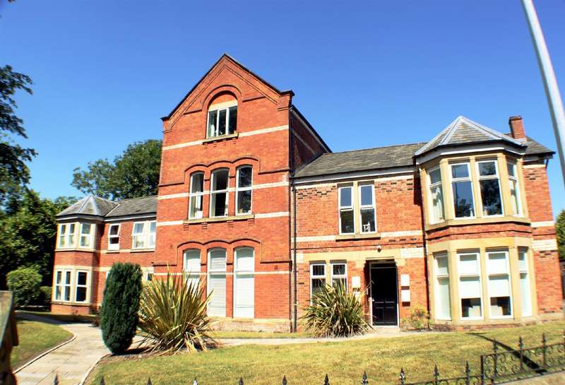 2 Bedrooms Flat for sale in Moorside Road, Swinton, Manchester