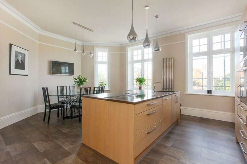 3 Bedrooms Flat for sale in Earls Avenue, Folkestone, CT20