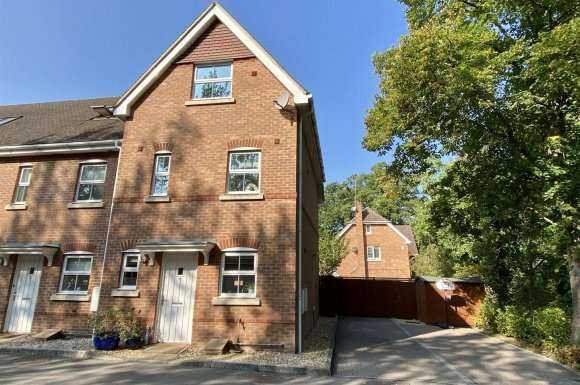 3 Bedrooms Property for sale in Hams Corner, Sherfield-On-Loddon, Hook