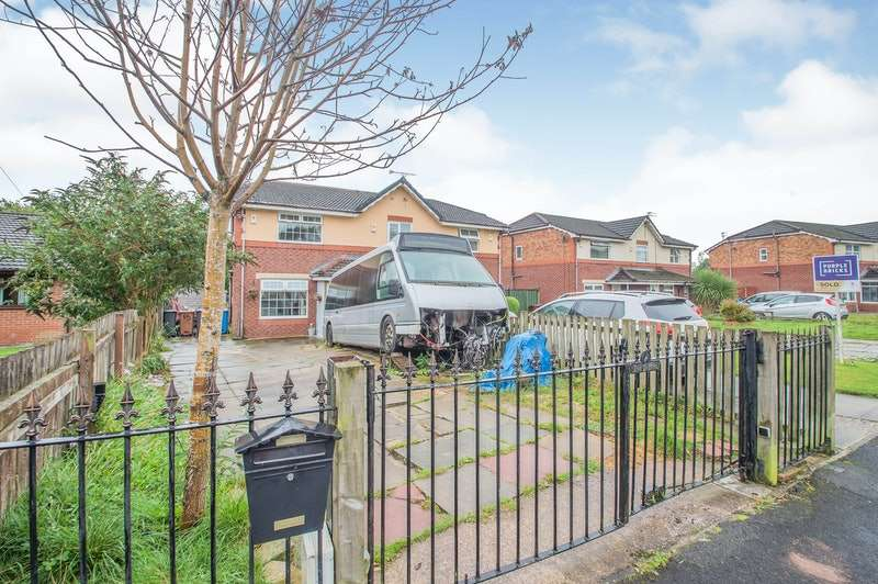 4 Bedrooms Semi Detached House for sale in April Close, Oldham, Greater Manchester, OL8