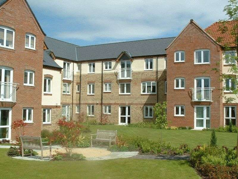 2 Bedrooms Property for sale in Wade Wright Court, Downham Market, PE38 9HY