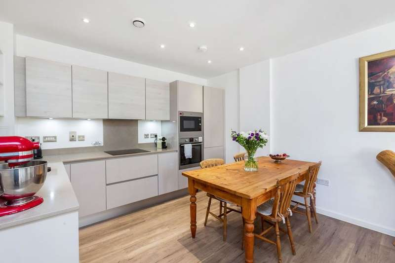 2 Bedrooms Flat for sale in Nellie Cressall Way, London E3