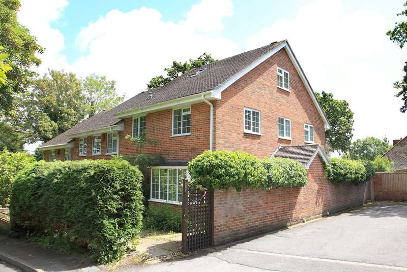 4 Bedrooms End Of Terrace House for sale in Hollywood Court, Hollywood Lane, Lymington, Hampshire