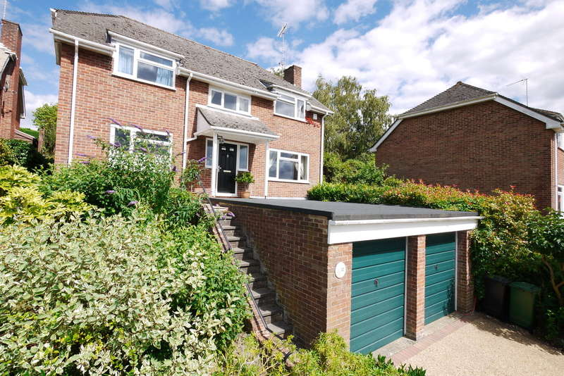 4 Bedrooms Detached House for sale in Kimbers, Petersfield