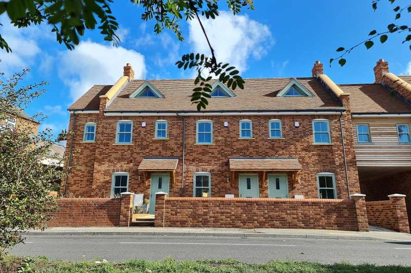 4 Bedrooms House for sale in Station Gate, Ringwood, BH24 3FT