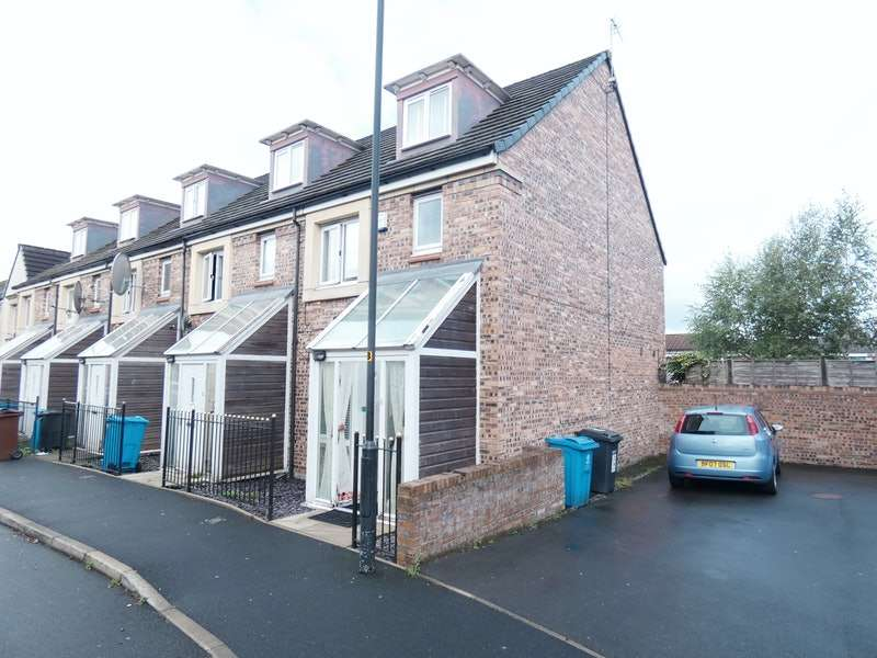 4 Bedrooms Terraced House for sale in Barmouth Walk, Oldham, Greater Manchester, OL8