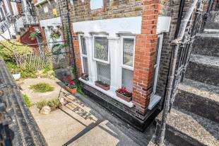 2 Bedrooms Flat for sale in Priory Hill, Dartford, Kent