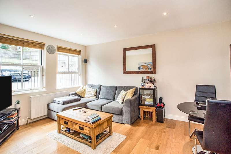 2 Bedrooms Maisonette Flat for sale in Highbanks, Lower Adeyfield Road, Old Town, Hemel Hempstead, Hertfordshire, HP2