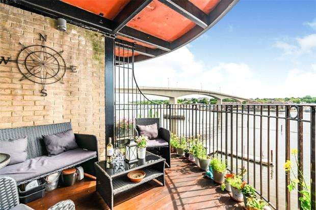 3 Bedrooms Apartment Flat for sale in Andes Close, Southampton, Hampshire