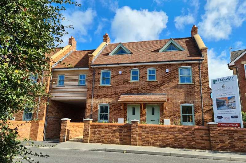 4 Bedrooms House for sale in Station Gate, Ringwood, BH24 3AG