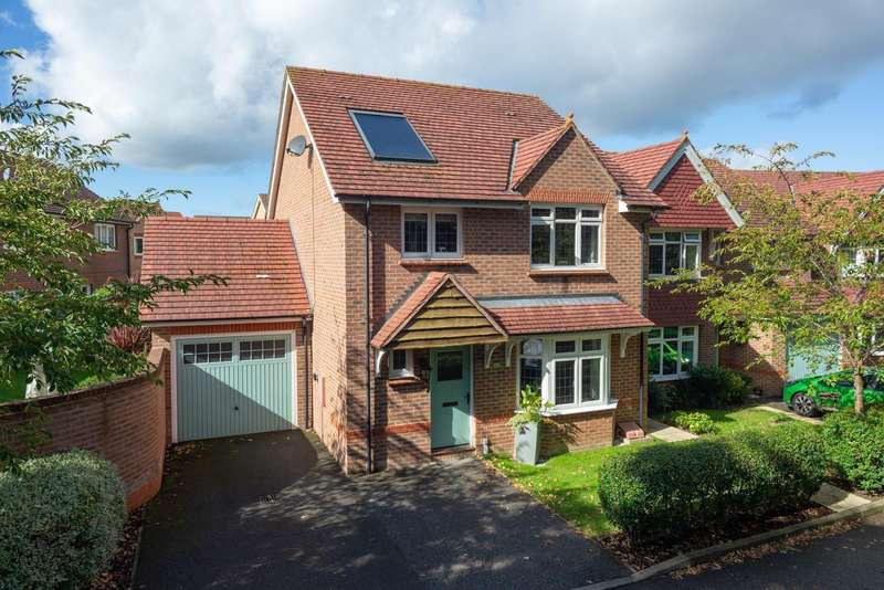 4 Bedrooms Detached House for sale in Balliol Grove, Maidstone, ME15