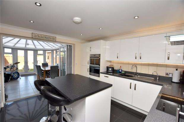 4 Bedrooms House for sale in Cross Road, Clacton-on-Sea, Essex