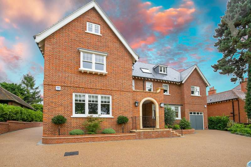 2 Bedrooms Flat for sale in Kendal Avenue, Epping