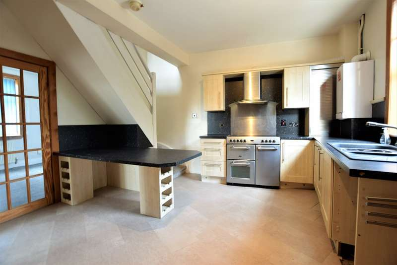 4 Bedrooms End Of Terrace House for sale in Station Road, Wesham