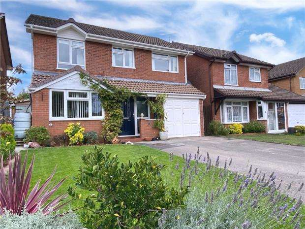 4 Bedrooms Detached House for sale in Griffon Close, Farnborough, Hampshire