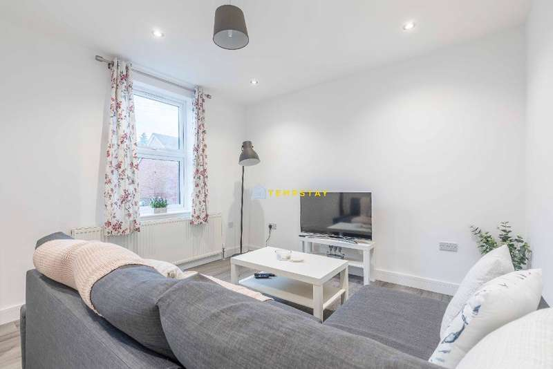 2 Bedrooms Terraced House for rent in College Glen, Maidenhead, SL6 6BL