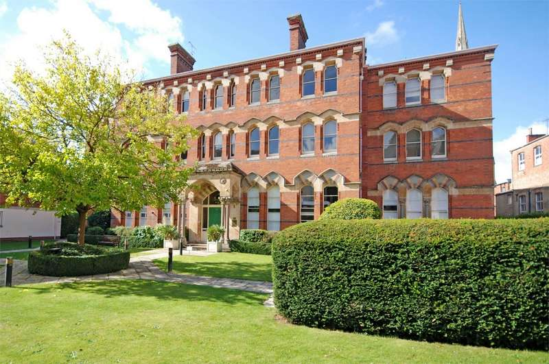 2 Bedrooms Flat for sale in St Georges Place, Cheltenham, Gloucestershire