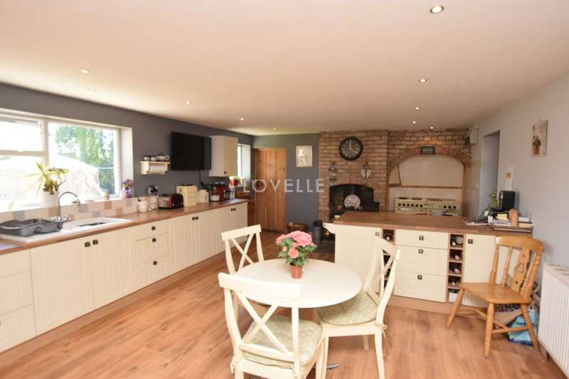 4 Bedrooms House for sale in Wapping Lane, Marton, DN21