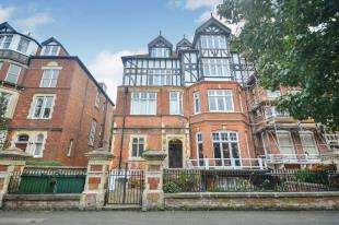 3 Bedrooms Flat for sale in Earls Avenue, Ground Floor Flat, Folkestone, Kent