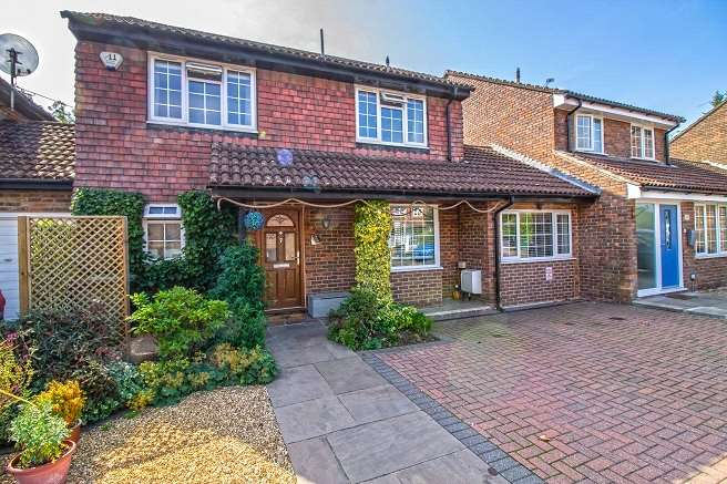 4 Bedrooms Link Detached House for sale in Longmead, Liss, Hampshire, GU33