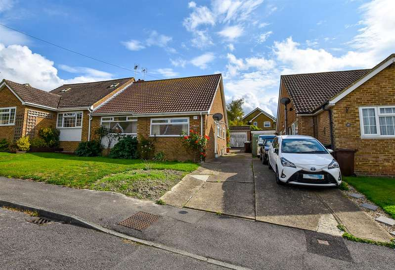 2 Bedrooms Semi Detached Bungalow for sale in Downs View, Burham, Rochester