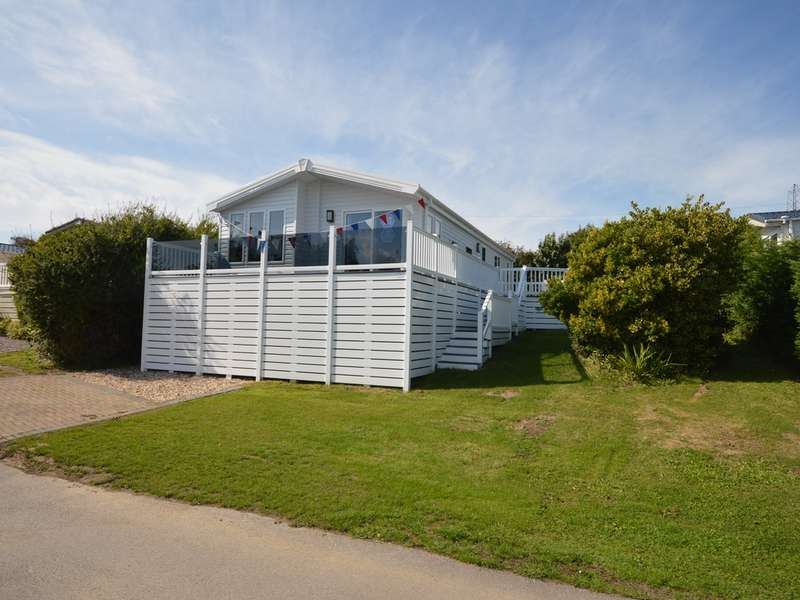 2 Bedrooms Lodge Character Property for sale in Solent Breezes, Nr Fareham