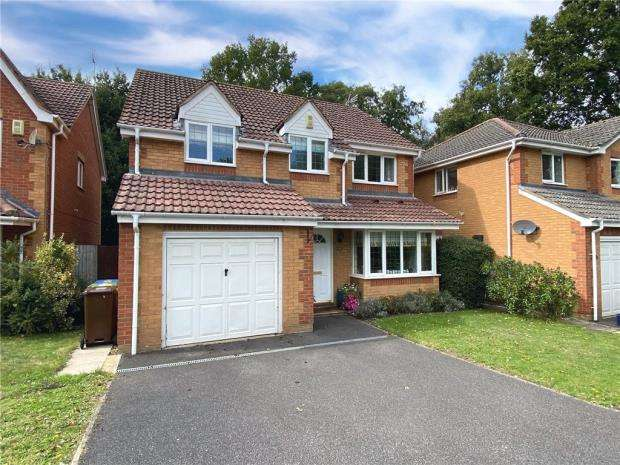 4 Bedrooms Detached House for sale in Whitehouse Close, Farnborough, Hampshire